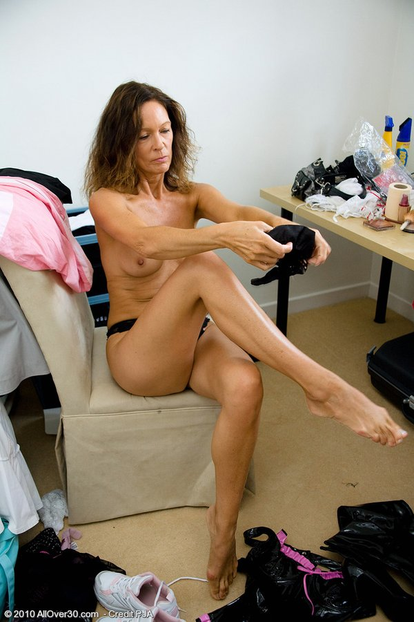 Dirty housewife mom getting wet by her dildo 3