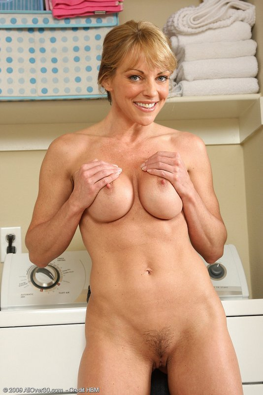 sexy nude fit milf