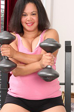 Chubby 37 Year Old Valerie Wilson Pumps Weight Plus Tugs Her Pussy