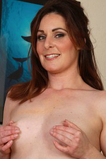 Horny 34 Year Old Executive Tammy Wilcox Opens Her Ligs Wide Here