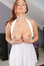 38 Year Old Red Headed Jessica Red Sticking Her Pussy with Glass