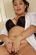 30 Year Old Kiki from Onlyover30 Check the Pulse of Her Older Labia