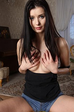 Pretty 31 Year Old Wifey Helena Darksome Acquires Herself Nude