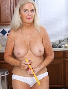 58 Year Old Judy Mayflower from Onlyover30 Dips a Spatula in Her Beaver