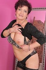 Elegant 52 Year Old Jessica Wild Let Her Gigantic Mom Tits out to Play