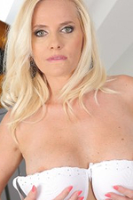 Blond Bombshell Flaunts Her Extraordinaire Undressed Self in Front of the Camera