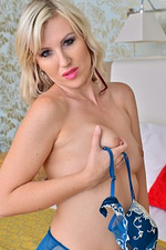 Lustful Golden-haired Evey Kristal Widens Her Gams to Flash Her Privates