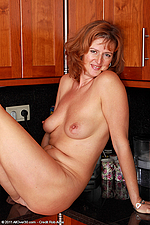Mature Pleasure - Liddy