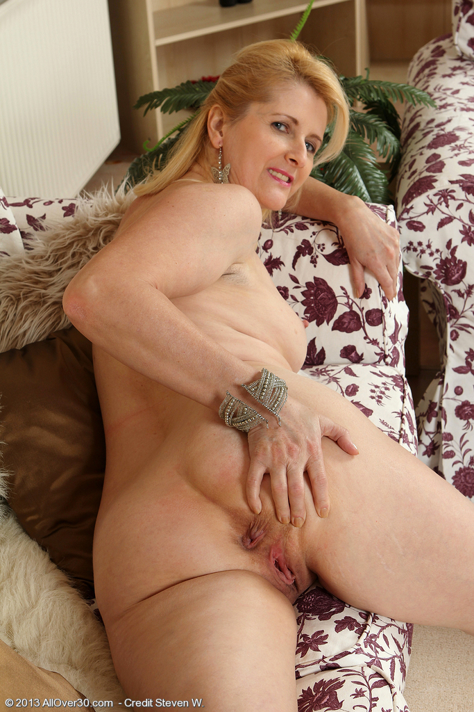 Russian old mature molly earns her keep 1