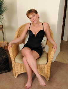 Small 39 Year Old Brandi Minx from  Onlyover30 Probes Her Hot Cunny