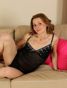 Slutty 35 Year Old Suzy Losson Tucks Her Fingers Deep into Her Wet Crack