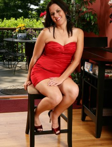 34 Year Old Kim from  Onlyover30 Looking Elegant in Her Red Dress