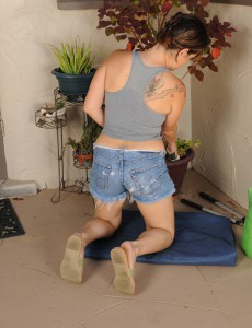 Older Babe  Brown Haired Ashley S Pulls off Her Jeans Cut-offs to Pose Exposed