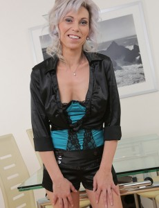 39 Year Old Kathy White from  Onlyover30 Squatting on Her Rubber Buddy