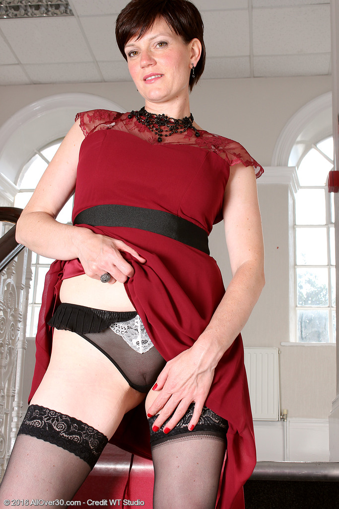 short haired chick olivia g shows off oli004044006329005